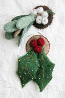 Holly and Mistletoe Pins Pattern DBM-1302