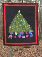 Gifts Under the Tree Quilt Pattern DFD-18
